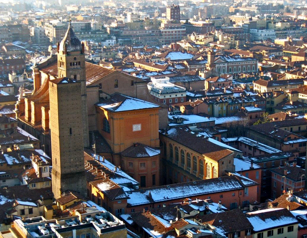 BO - Basilica Cattedrale di San Pietro con Torre Altabella viste dalla Torre Asinelli - EvelinaRibarova - Bologna (BO)