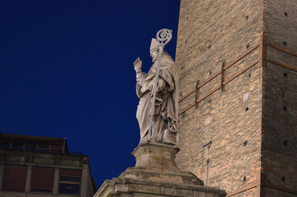 Statua di San Petronio sotto le torri - Letizia Querci, Alfredo Di Maria - Bologna (BO)