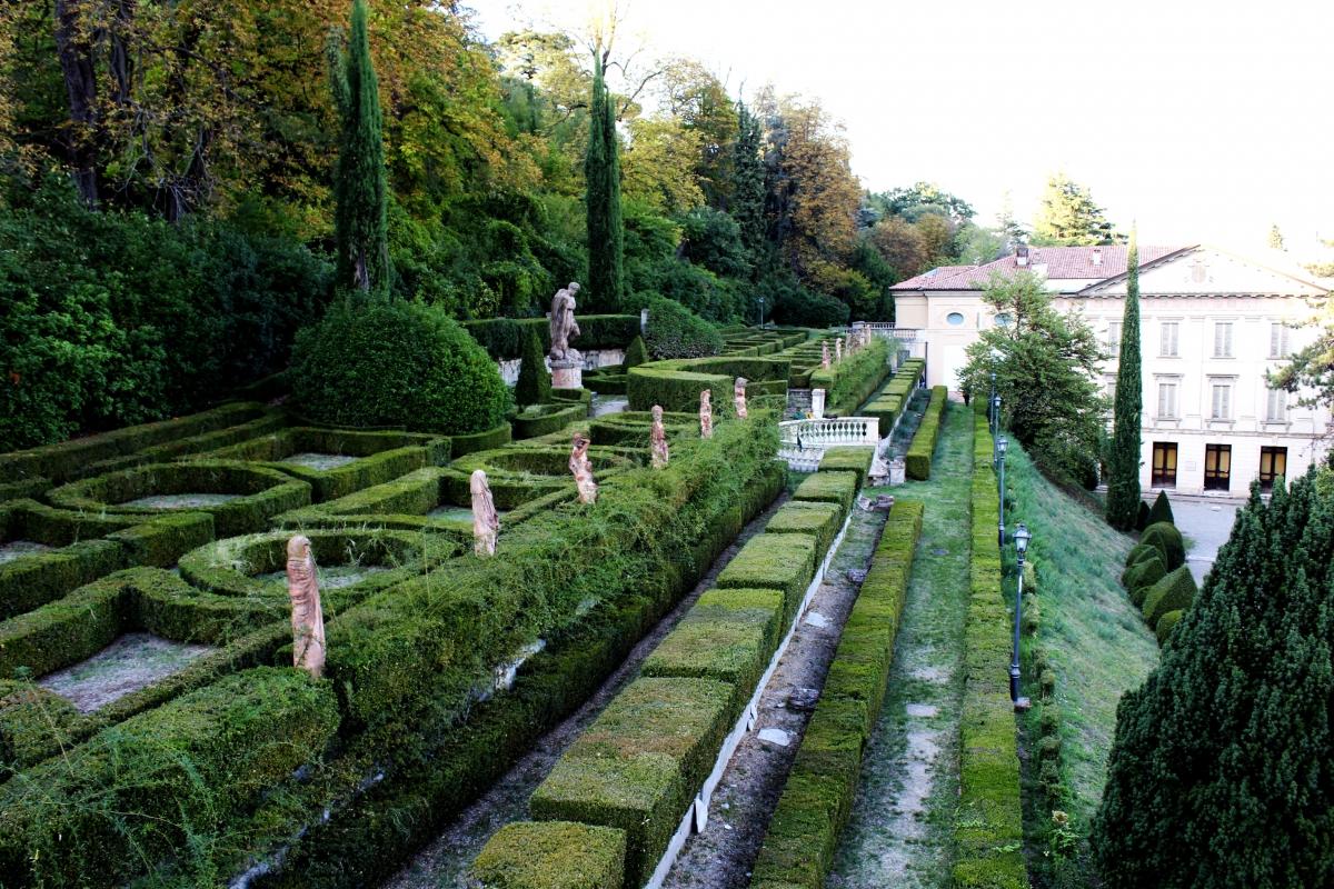 Statue di Villa Spada - LunaLinda - Bologna (BO)