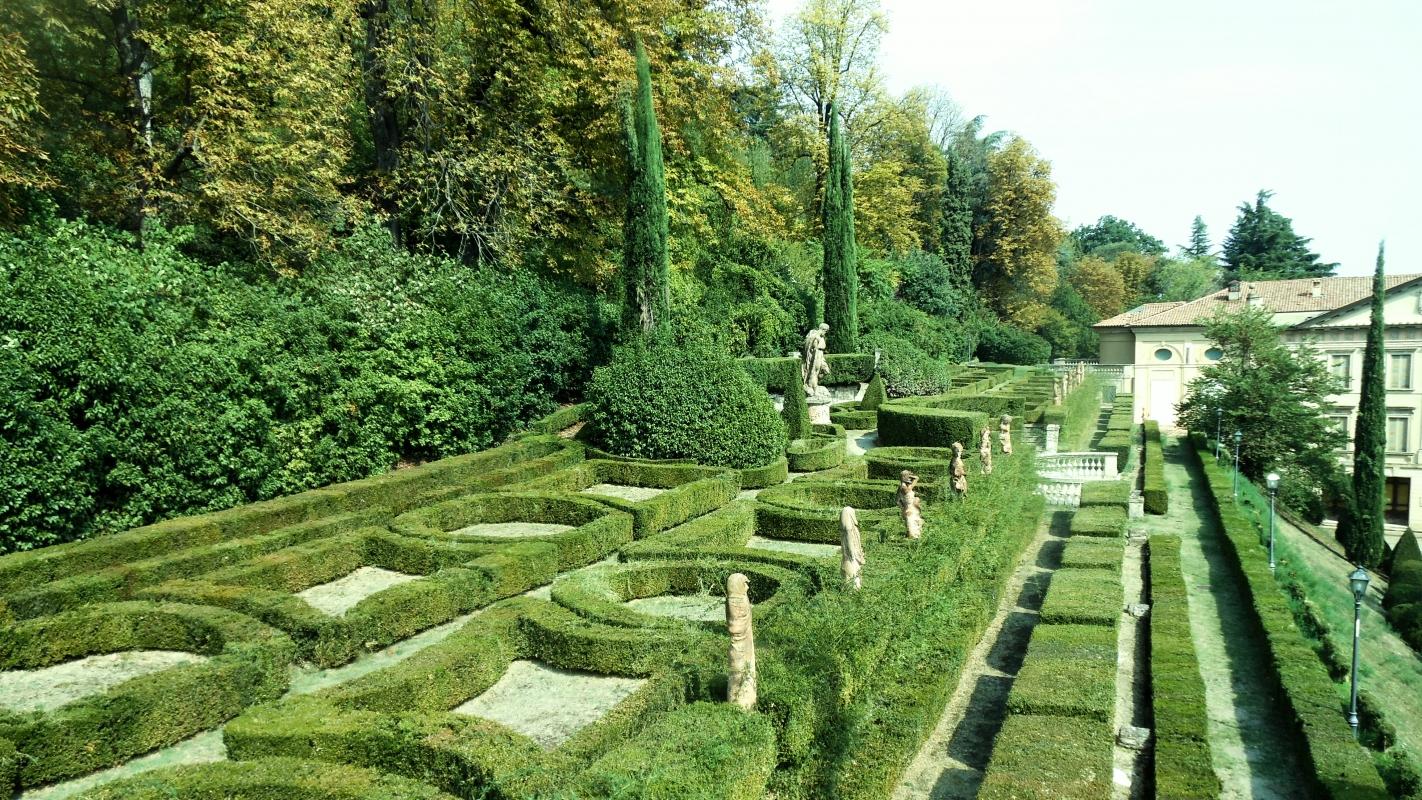 Dettaglio del parco con scorcio di Villa Spada sullo sfondo - Lelleri - Bologna (BO)