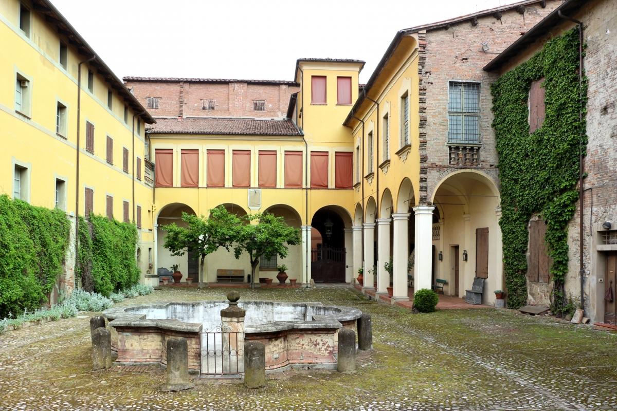 Imola, palazzo tozzoni, esterno, cortile 01 - Sailko - Imola (BO)