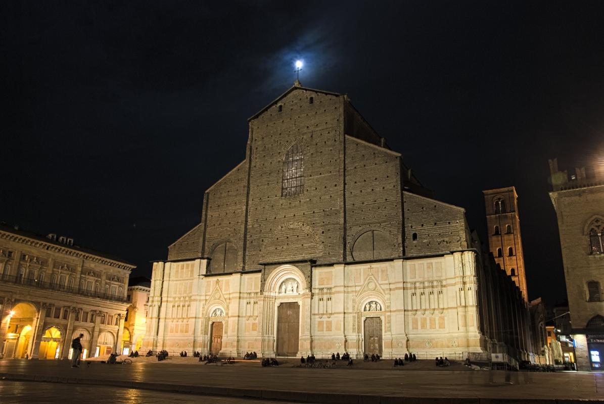Luna e Basilica di San Petronio di notte - Claudio Bacchiani - Bologna (BO)
