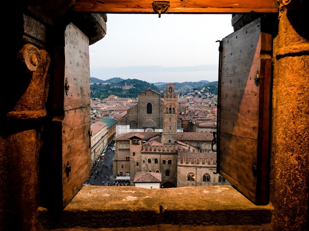 Palazzo Re Enzo e la Basilica di San Petronio visti dal campanile della Cattedrale di San Pietro - Roberto Carisi - Bologna (BO)