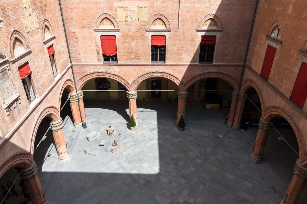 Cortile di Palazzo D'Accursio - Ugeorge - Bologna (BO)