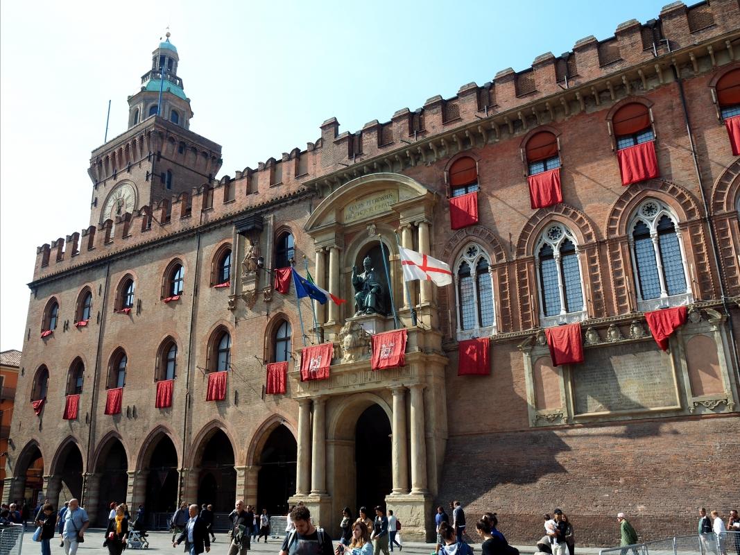 Palazzo d'Accursio - Facciata addobbata per la visita del Papa 2 - MarkPagl - Bologna (BO)
