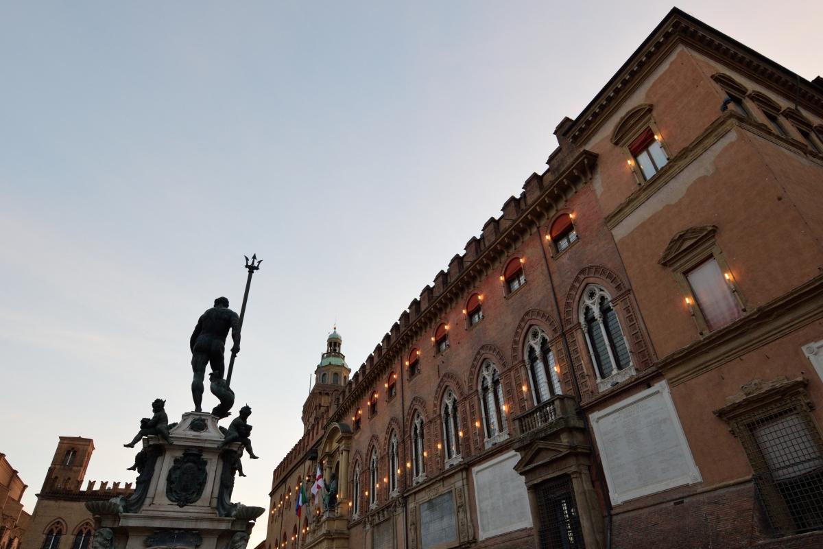 Palazzo Accursio da fontana nettuno - Letizia Carabini - Bologna (BO)