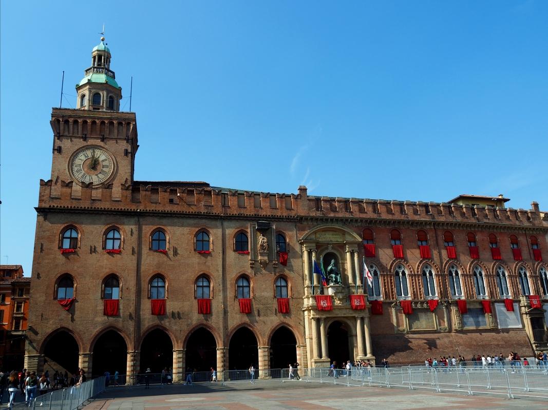 Palazzo d'Accursio - Facciata addobbata per la visita del Papa 1 - MarkPagl - Bologna (BO)