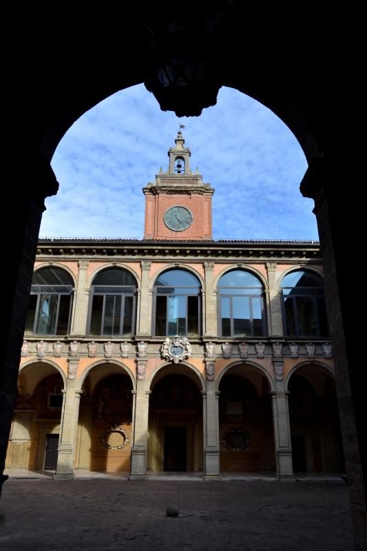 'Archiginnasio VISTO DAL CORTILE DA SOTTO PORTICO VERSO INTERNO - Anita1malina - Bologna (BO)