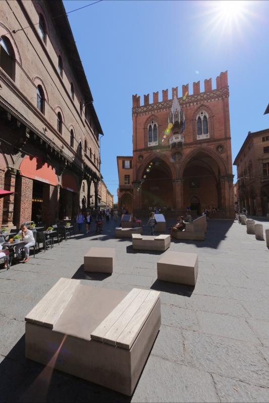 Piazza e palazzo della Mercanzia - Xyzenyx - Bologna (BO)