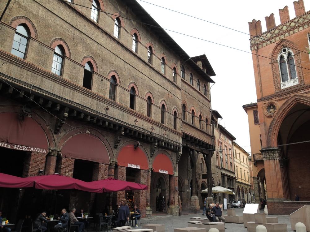 Bologna Piazza Mercanzia 1 - GennaroBologna - Bologna (BO)