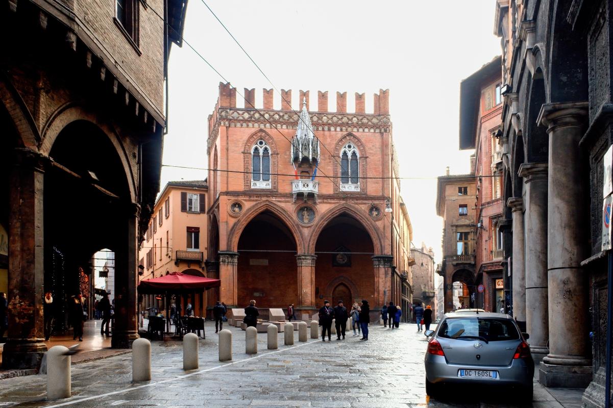 Piazza della mercanzia - Elisabetta Bignami - Bologna (BO)
