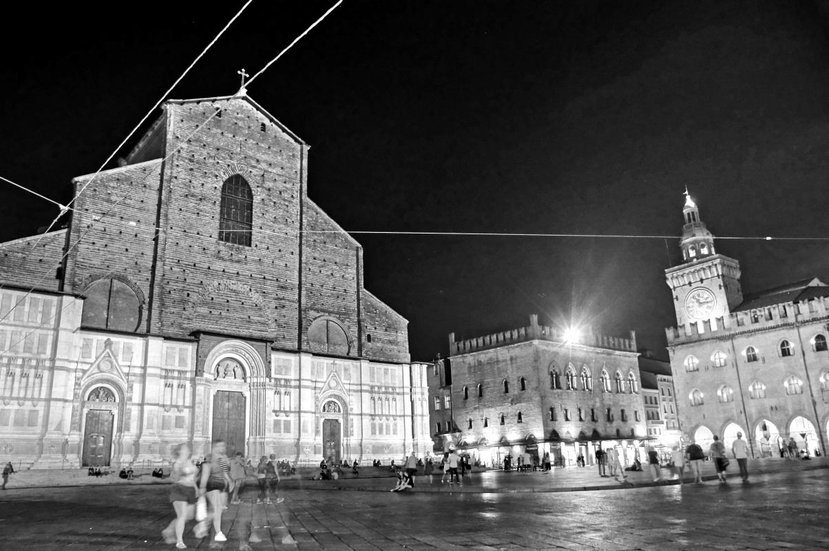 Bologna, Piazza Maggiore, notturna - Alessandro Siani - Bologna (BO)