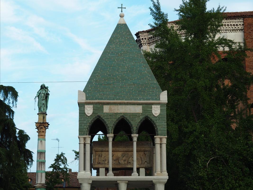 Piazza San Domenico - colonna della Madonna e arca di Rolandino de' Passeggeri - MarkPagl - Bologna (BO)