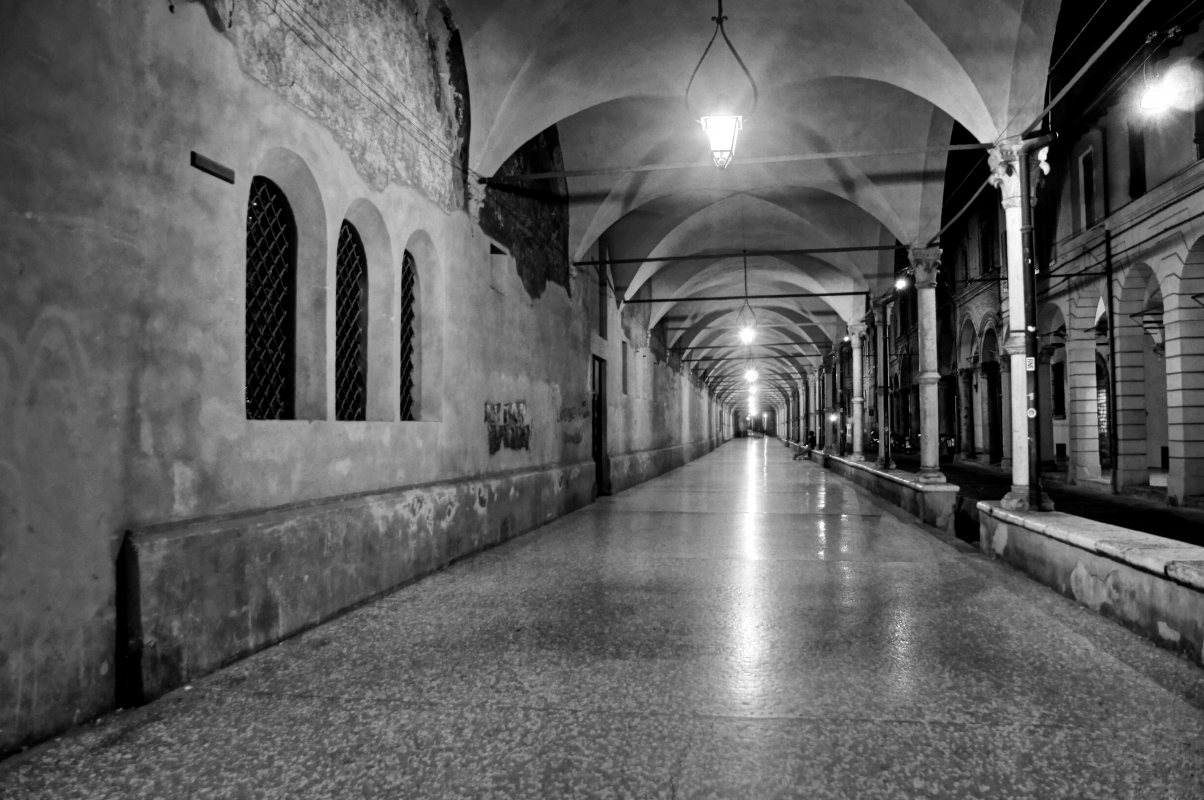 Bologna, Basilica di S. Maria dei Servi, Portico notturna - Alessandro Siani - Bologna (BO)