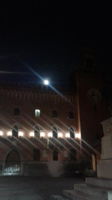 Il palazzo comunale di notte - DanielaMangano - Budrio (BO)
