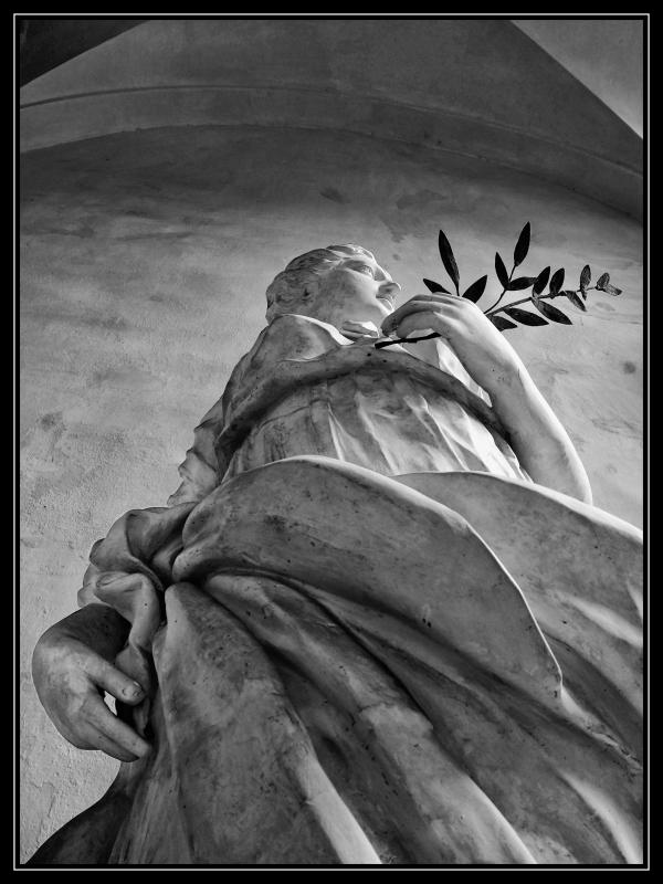 Figura allegorica della Pace - Bolorsi - Imola (BO)