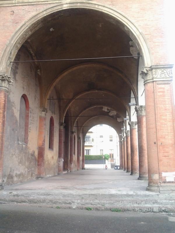 Portico della chiesa del Baraccano - Alessandro Conte Pai Pao Ren - Bologna (BO)