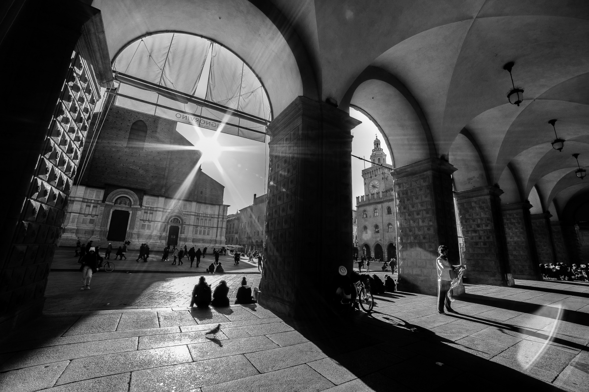 L'attesa in piazza Maggiore - Angelo nastri nacchio - Bologna (BO)