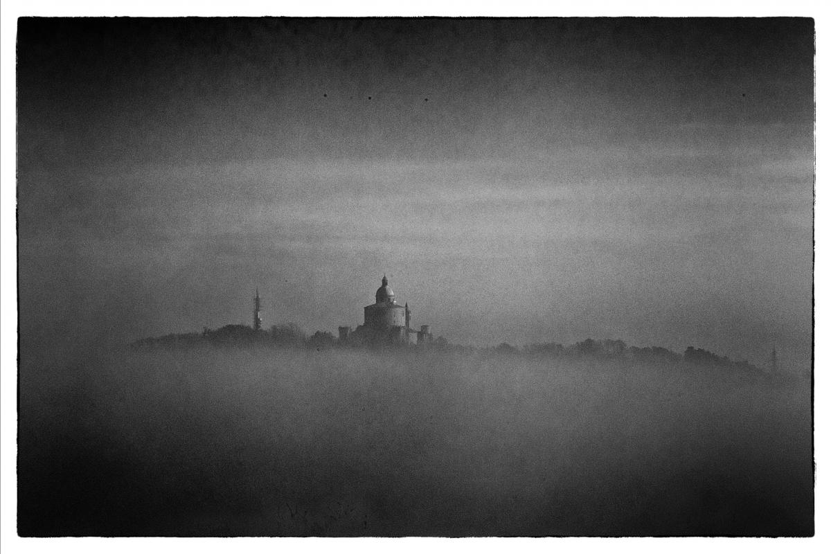 San Luca nella nebbia - Antonio Salierno - Bologna (BO)