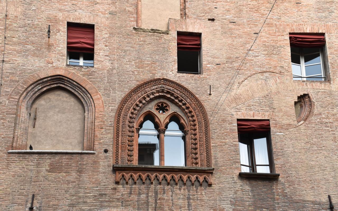 Finestre Palazzo d'Accursio Bologna 01 - Nicola Quirico - Bologna (BO)