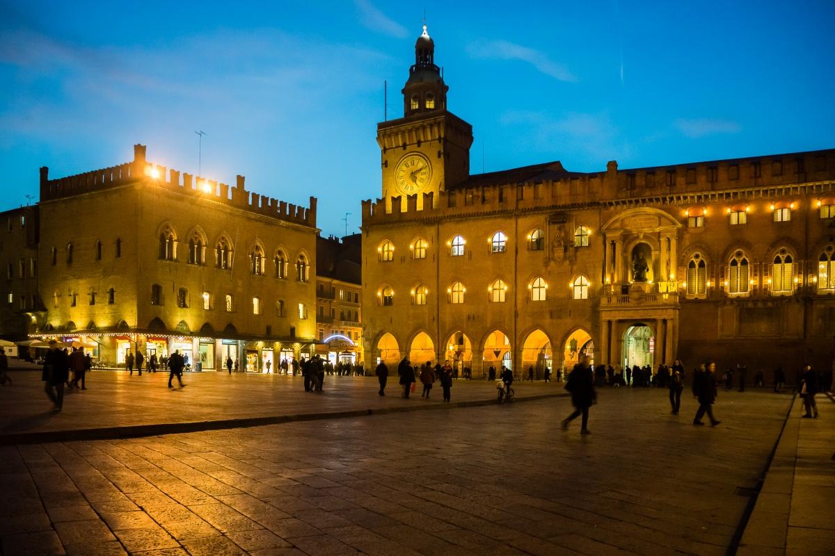 Piazza Maggiore nell'ora blu - Vanni Lazzari - Bologna (BO)