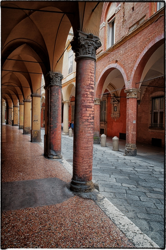 Bologna spettacolo Portico di via Castiglione - Claudio alba - Bologna (BO)