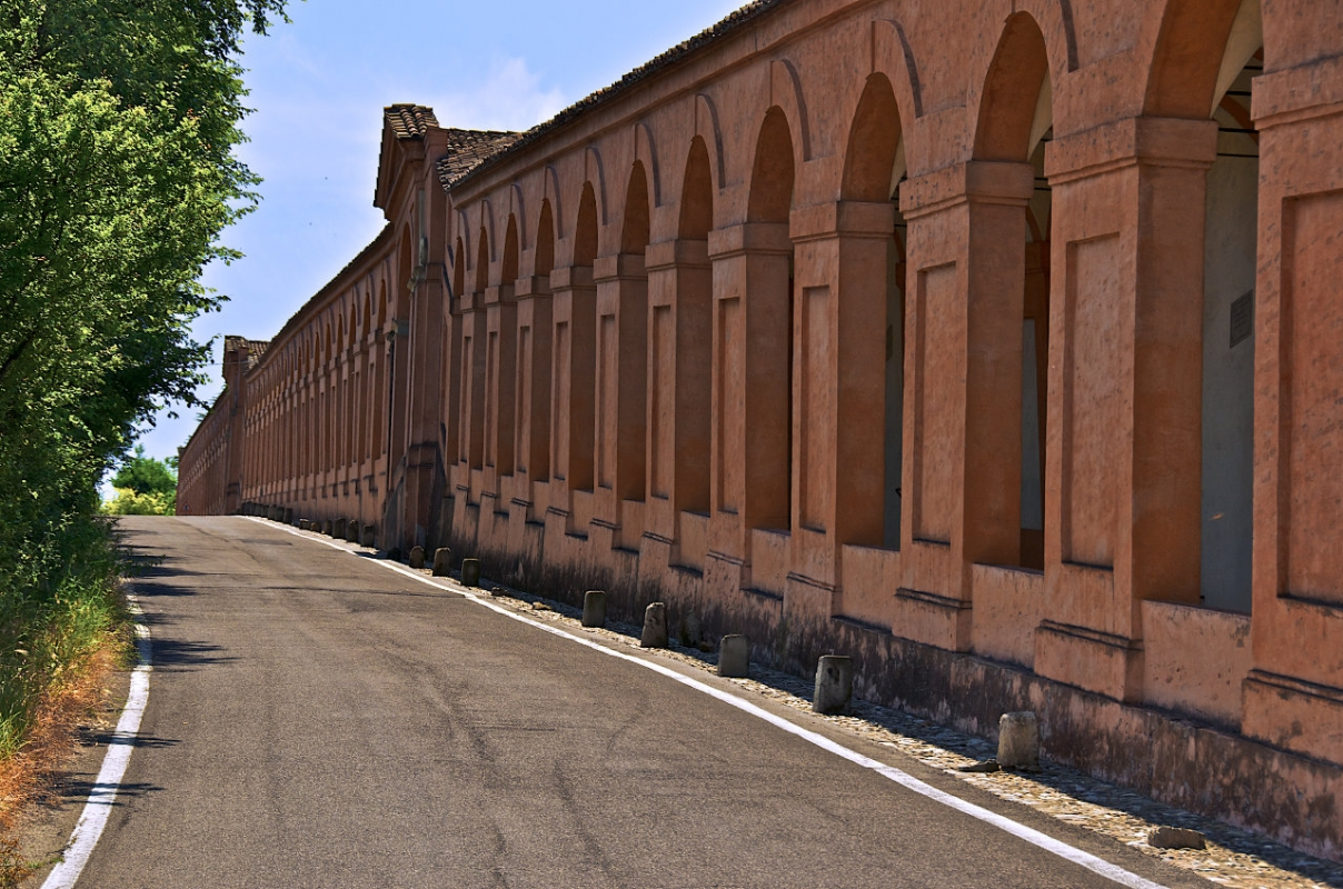 Vista esterna del colonnato dei portici - Caba2011 - Bologna (BO)