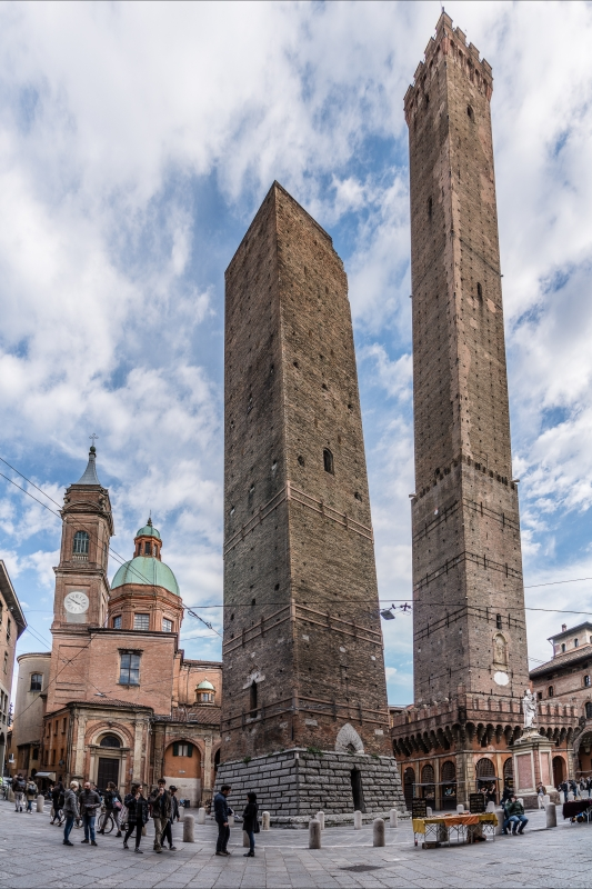 Garisenda e Asinelli, le due torri - Vanni Lazzari - Bologna (BO)