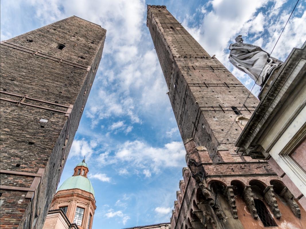 Due Torri di Bologna Asinelli e Garisenda - Vanni Lazzari - Bologna (BO)