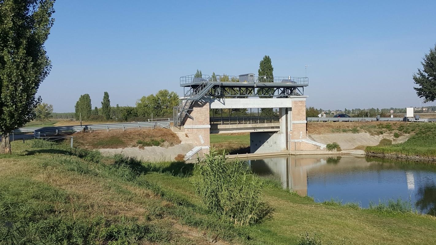 Ponte Guazzaloca sul Canale Collettore Acque Alte - Comune di Crevalcore - Maria Rita Biagini - Crevalcore (BO)