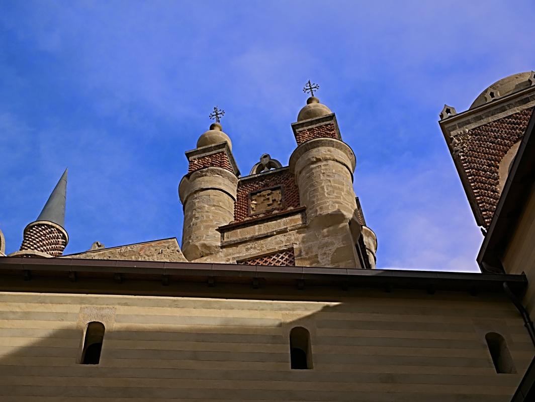 Le torri in stile arabeggiante - Caba2011 - Grizzana Morandi (BO)