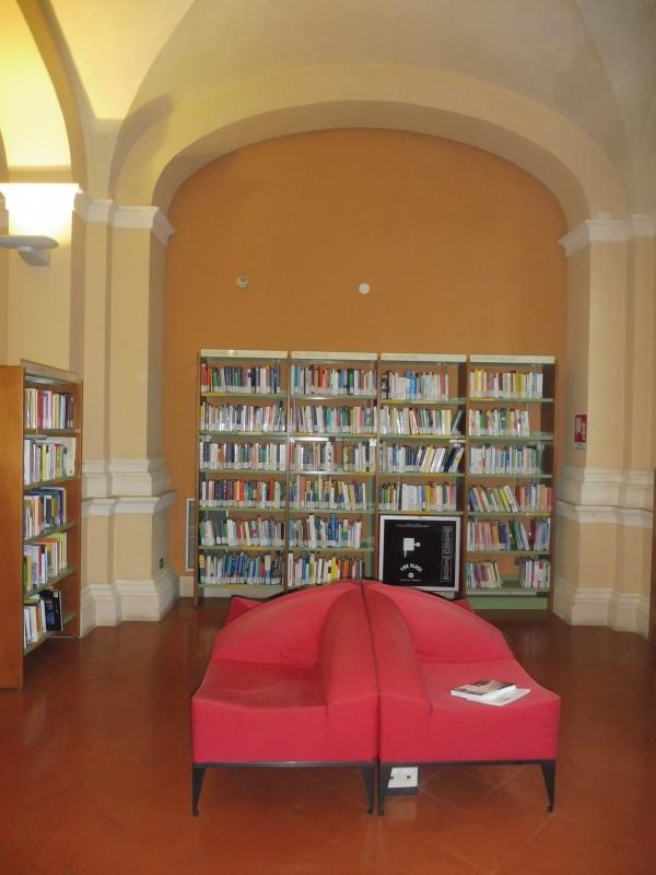 Biblioteca Comunale - dettaglio libreria 2 - Maurolattuga - Imola (BO)
