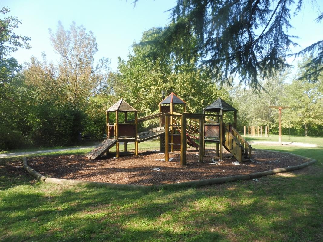 Parco delle Acque Minerali - giochi casetta - Maurolattuga - Imola (BO)