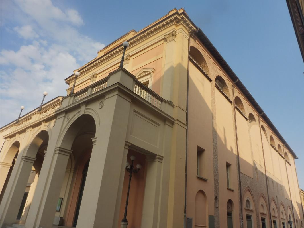 Teatro comunale Ebe Stignani - laterale - MauroLattuga - Imola (BO)