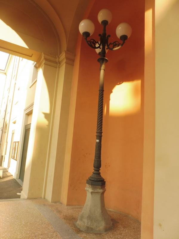 Teatro comunale Ebe Stignani - dettaglio lampione - MauroLattuga - Imola (BO)