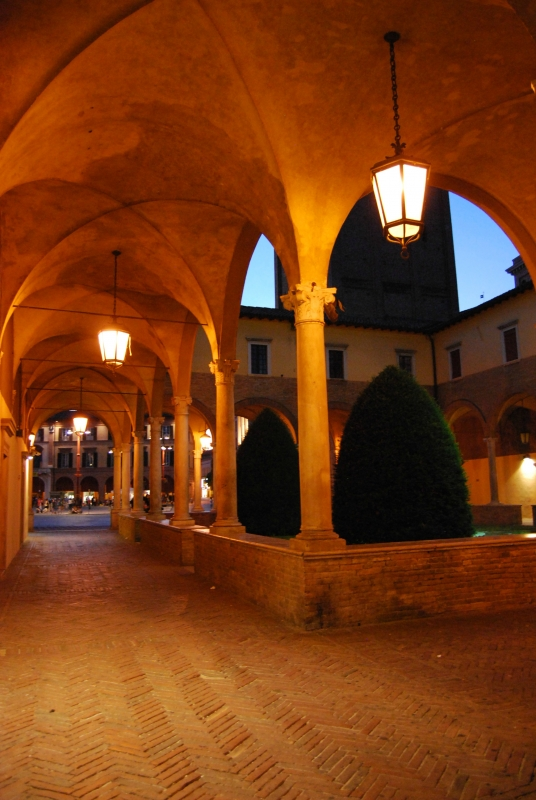 Archi nel chiostro della Basilica di San Mercuriale - Chiari86 - Forlì (FC)