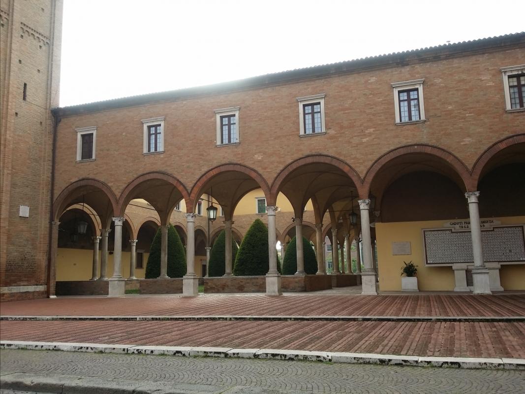Il Chiostro della Basilica di San Mercuriale e il monumento ai caduti - Chiari86 - Forlì (FC)