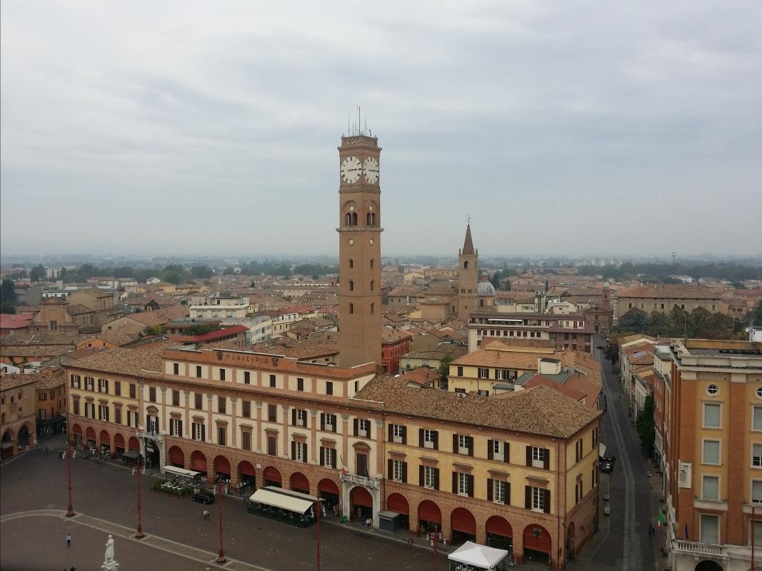 Lo storico Palazzo Comunale con la sua Torre Civica - Chiari86 - Forlì (FC)