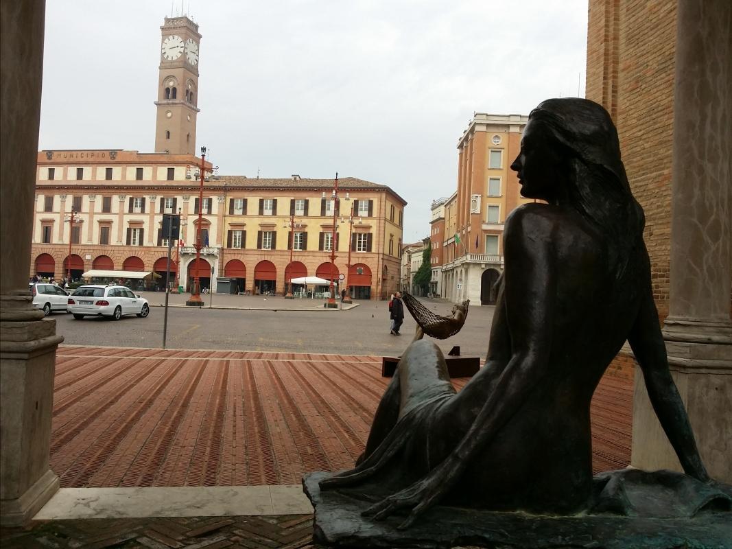 La Torre Civica e il Palazzo Comunale dal chiostro di San Mercuriale, durante un'esposizione di Leonardo Lucchi - Chiari86 - Forlì (FC)