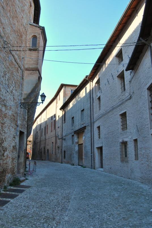Via Sassi... una delle storiche vie di Forlì - Chiari86 - Forlì (FC)