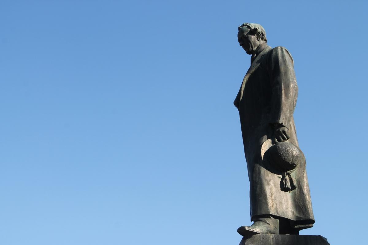 Monumento a Don Giovanni Verità, profilo - Patrizia Diamante - Modigliana (FC)