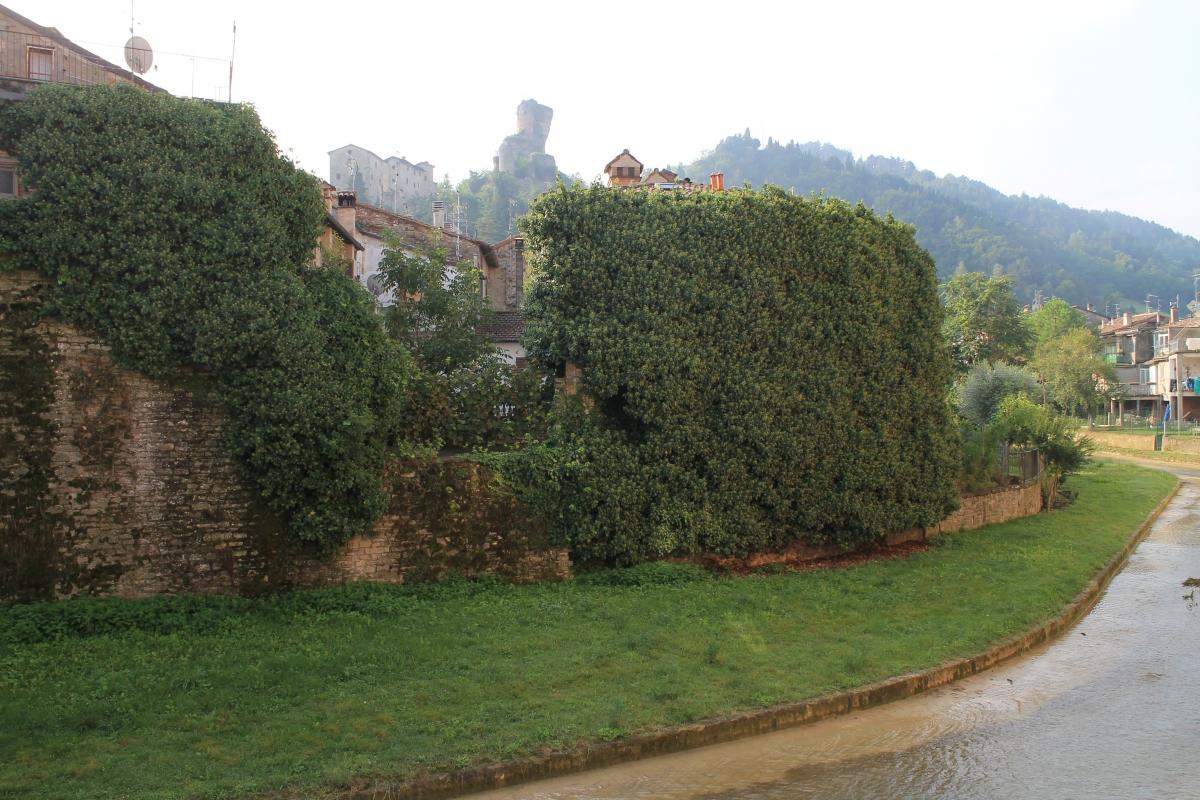 Rocca dei Conti Guidi, angolo caratteristico sul fiume Tramazzo - Patrizia Diamante - Modigliana (FC)
