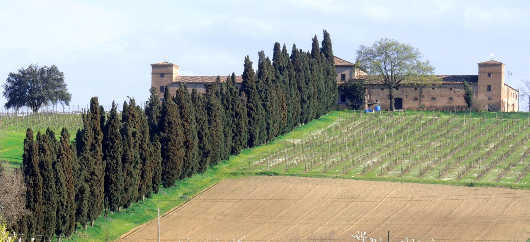 Castello di Ribano visto dal fondovalle del Rubicone - Enealuigifrancesco - Savignano sul Rubicone (FC)
