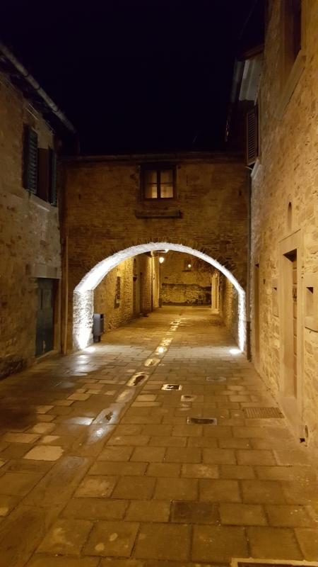 Dietro il Palazzo del Capitano, in una suggestiva sera - Marco Musmeci - Bagno di Romagna (FC)