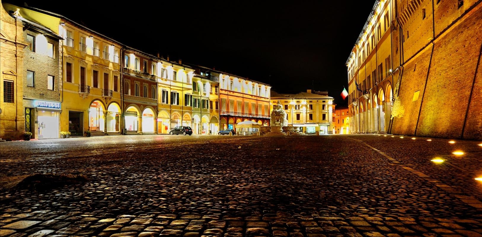 Piazza del Popolo di fianco al palazzo Albornoz - Masarot - Cesena (FC)