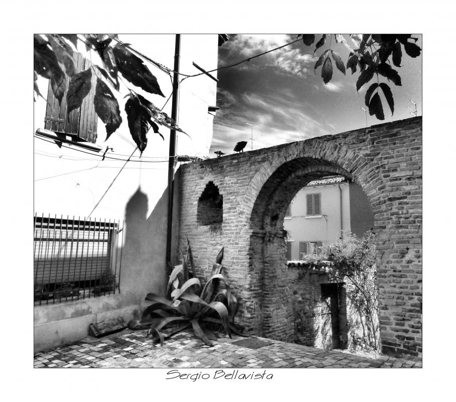 Arco di Piazza Castello in B-N - Sergio bellavista - Savignano sul Rubicone (FC)