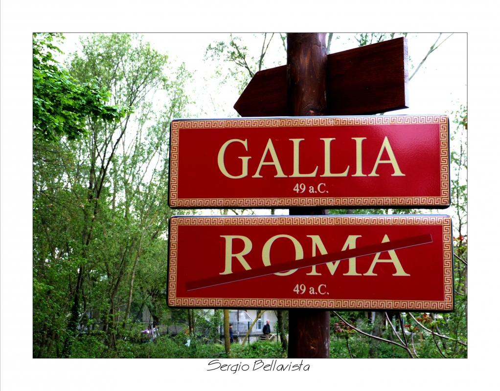 Fiume Rubicone, che nel 1° sec. a.C. segnava il confine fra l�Italia e la Gallia Cisalpina.Nessun magistrato poteva varcarlo a capo di un esercito senza il consenso del Senato - Sergio bellavista - Savignano sul Rubicone (FC)