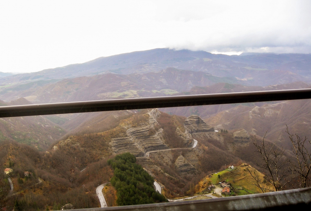 Passo dei Mandrioli, formazioni rocciose 'Le Scalacce' - Albarubescens - Bagno di Romagna (FC)