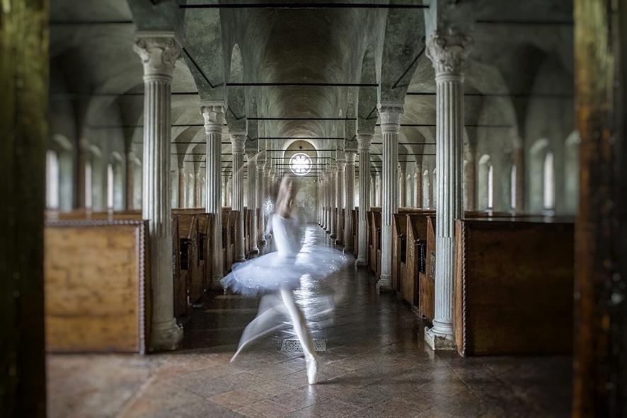 """Tratto da una mostra fotografica """"emozioni in movimento"""" ballerina nell'aula del Nuti - Boma65 Boschetti Marco - Cesena (FC)"""