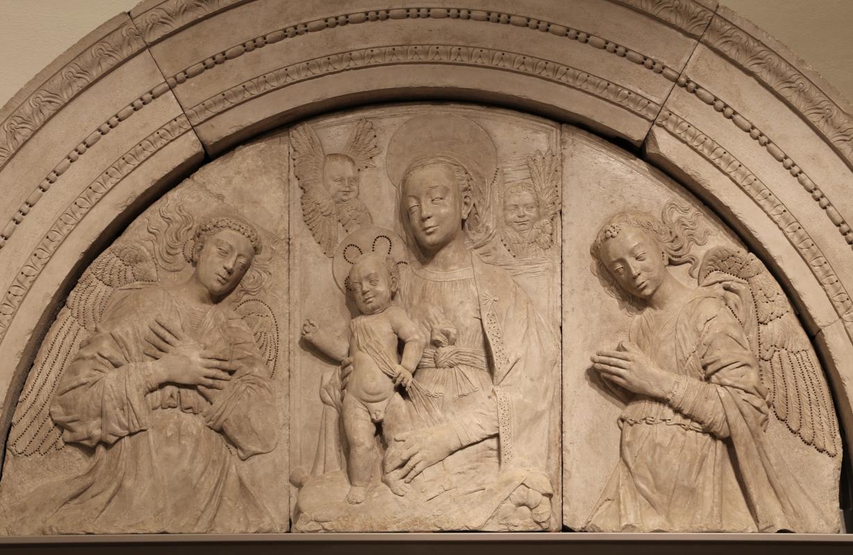 Gregorio di lorenzo, madonna col bambino tra due angeli, da duomo di forlì, porta della canonica, 1490-1510, 02 - Sailko - Forlì (FC)